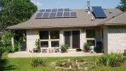 Почему стоит совмещать каминное отопление с солнечными батареями